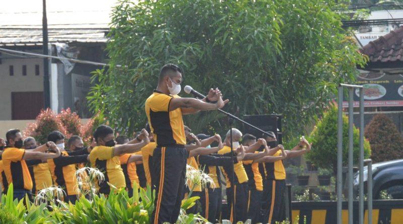 Personil Polresta Cirebon Olahraga Guna menjaga kesehatan dan meningkatkan imun